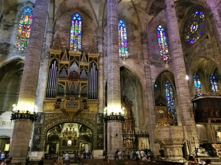 Stunning interior of the Cathedral de Palma (La Seu)